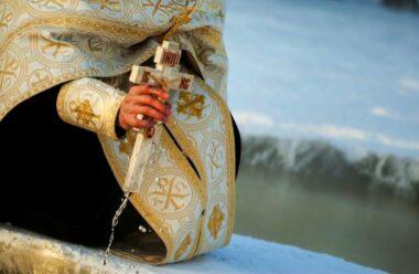 Свячена вода має неймовірну силу, допомагає позбутися неприємностей, хвороб та невдач