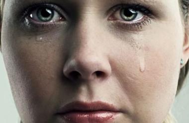 Маленький хлопчик запитав у Бога: Чому жінки плачуть? І Бог відповів…
