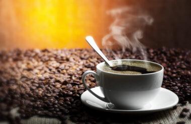 Чи варто пити каву вранці?