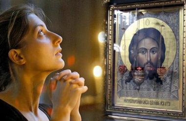Молитва перед початком Божественної Літургії, яку читають у неділю ранком.