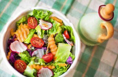 Весняні салати: смачні рецепти для вашого столу