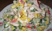 Легкий і ситний салат «Оленка». Він першим закінчується на святковому столі.