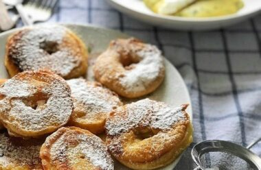 Яблука в клярі: швидкий десерт за 15 хвилин