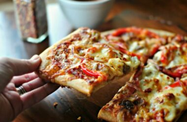 Піца на готовій основі: простіше і смачніше не буває
