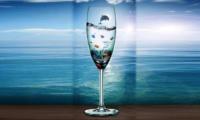 Бути склянкою чи морем: притча про вибір, який доводиться робити кожному