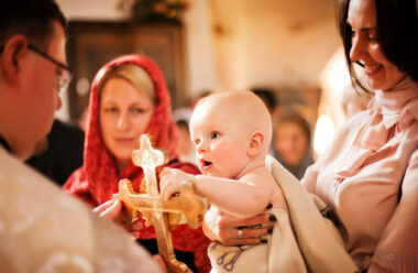 Головні обов'язки хрещених батьків. Варто знати кожному у кого є похресники.