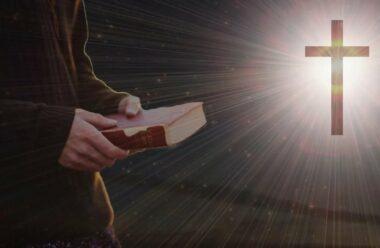 """Вечірня молитва яку читають в середу: """"Зверни зараз, Господи, всі мої думки до Тебе"""""""