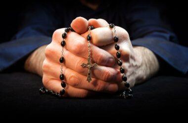 Молитва надзвичайної сили за сім'ю та рідних: прочитайте 40 раз і побачите її дію
