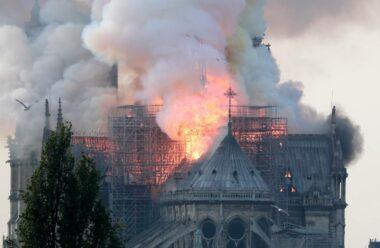 У столиці Франції горить Собор Паризької Богоматері