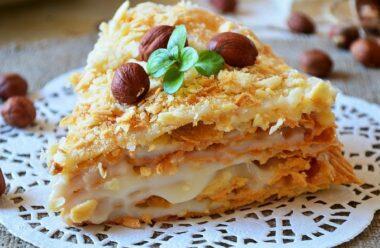 «Лінивий Наполеон» — кулінарний шедевр, який не потребує випічки і багато часу