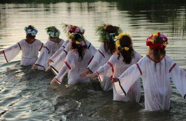 20 травня – День Купальниці: Що потрібно зробити сьогодні кожній жінці