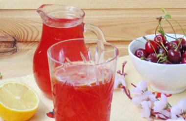 Домашній лимонад — смачний напій, який допоможе у літню спеку.