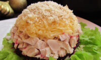 Неймовірно смачний і оригінальний салат «Кучеряшка». Гості з'їдають його першим.