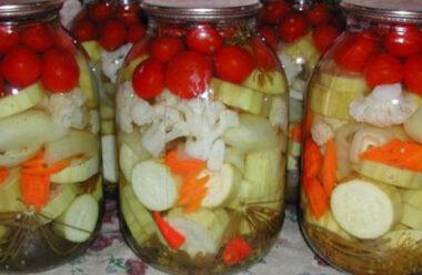 Неймовірно смачні мариновані кабачки з помідорами. Відмінна закуска на зиму.