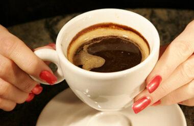 Чому не можна пити каву на порожній шлунок. Це варто знати усім любителям кави.