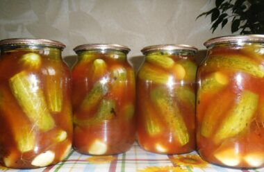 Огірочки в томатному соку на зиму. Оригінально, смачно та швидко.