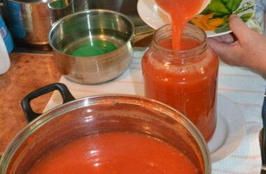 Домашній томатний сік. В рази краще магазинного. Готується він дуже швидко.