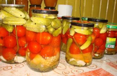 Один з кращих рецептів на зиму: Особливі мариновані огірки з помідорами