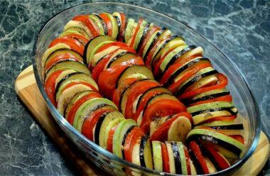 Неймовірно смачна страва «Рататуй». Поєднання баклажанів, кабачків і томатів
