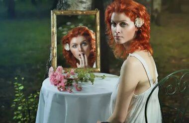 Що категорично не можна робити перед дзеркалом, щоб не накликати біди.