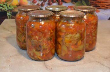 Найсмачніший салат на зиму, який не містить оцту, цукру і не потрібно стерилізувати.