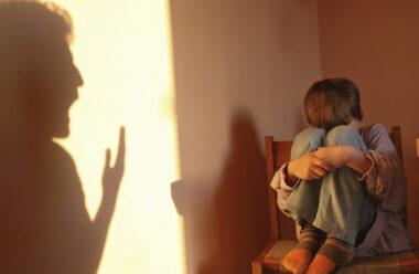 Як постійний крик на дитину, впливає на її здоров'я. Не робіть цього!