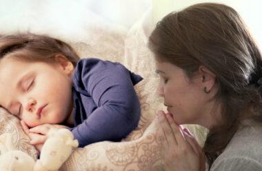 Дві материнські молитви за сина і дочку, щоб вберегти своїх дітей від усіх негараздів.
