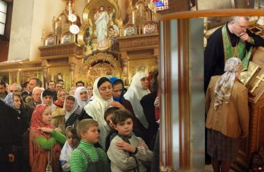 Священик стояв в черзі до сповіді: те, що він побачив і почув, його вразило