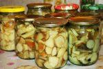 Рецепт смачних маринованих грибів, які гарно зберігаються. Господині на замітку