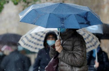 Різке похолодання йде в Україну. Синоптик назвала дату, коли температура опуститься до +10