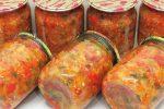 Салат з баклажанів, помідорів та перцю на зиму. Виходить такий смачний, що важко відірватися