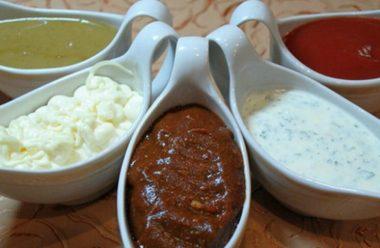5 смачних рецептів соусів, які підійдуть до будь-яких м'ясних та рибних страв