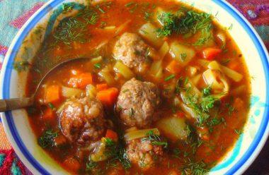 Рецепт ароматного, ситного та смачного супу. Усі будуть просити добавки