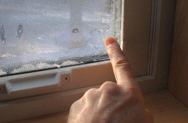 Простий спосіб, позбутися конденсату на пластикових вікнах. Більше не запотіваютьвають