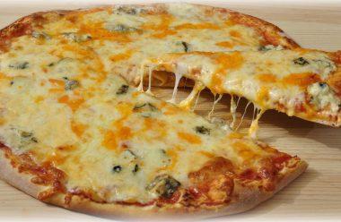 Рецепт смачної та ароматної сирної піци. Виходить така сама, як в піцерії