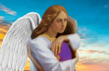 Не плач, прошу тебе, і витри сльози, — Шептав мені мій ангел на плечі