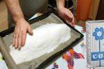 Навіщо ставити в духовку деко з сіллю, та як це допомагає при випічці