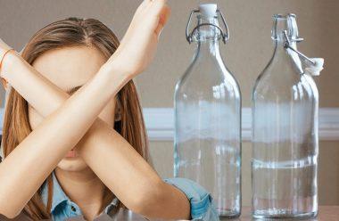 Чому в жодному разі не можна ставити порожню пляшку на стіл