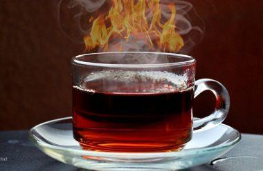 Чому не можна пити занадто гарячий чай, та до яких наслідків це може призвести